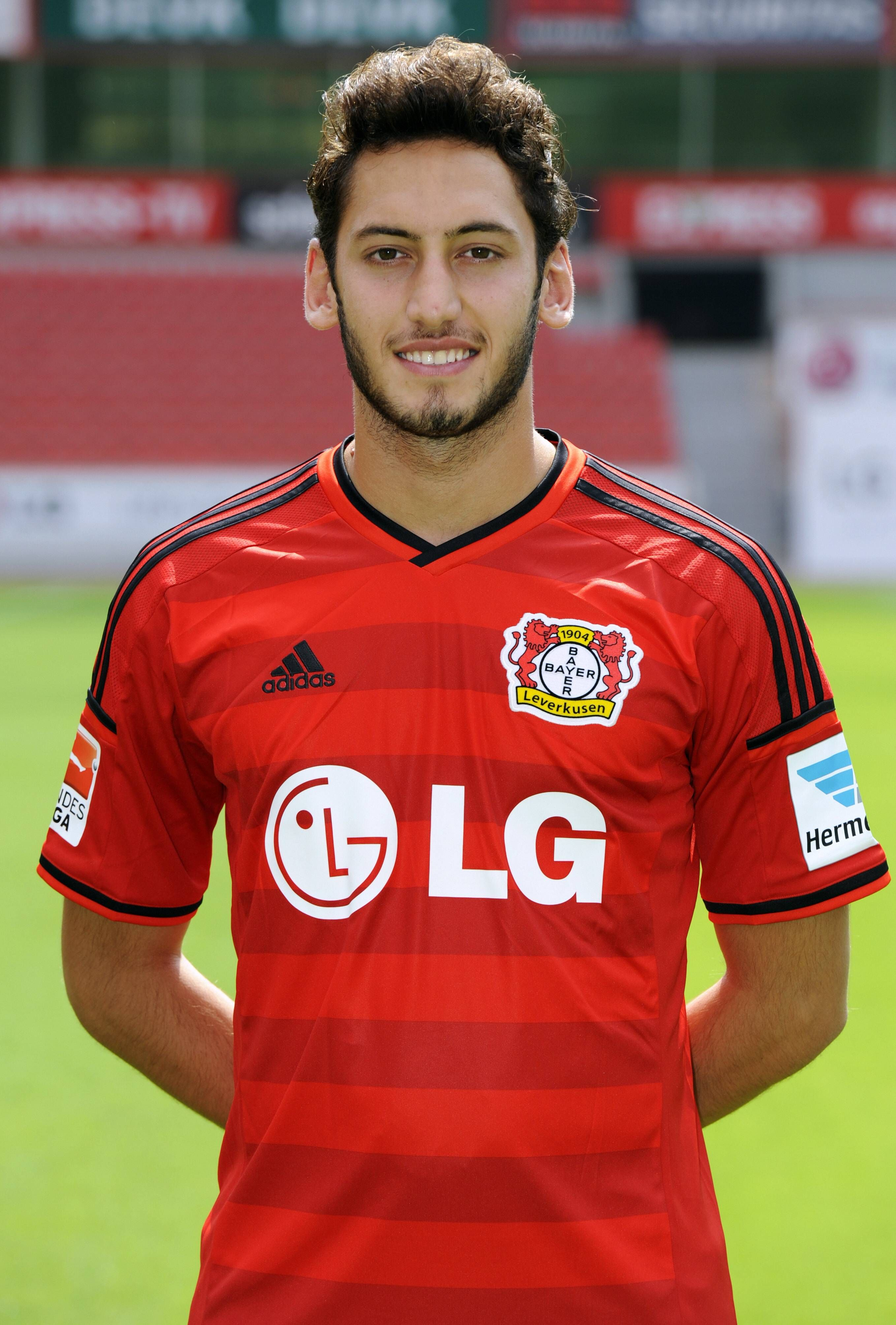 Hakan Çalhanoğlu with a weight of 69 kg and a feet size of 9.5 in favorite outfit & clothing style